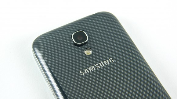Battle of the Mini Phones: HTC One Mini vs Samsung Galaxy S4 Mini - Image 1